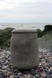 Biologisch afbreekbare urn door Waddenkeramiek.